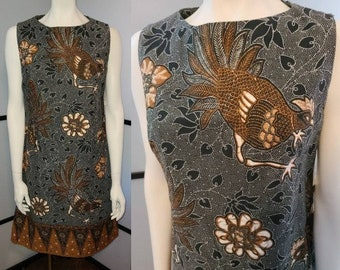 Vintage 1960s Dress Brown Batik Look Rooster Border Print Cotton Sheath Dress Boho M chest 38 in.