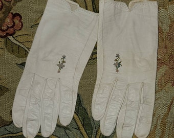 Vintage 1950s Gloves White Kid Leather Wrist Gloves Colored Floral Embroidery Rockabilly Wedding S