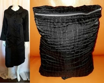 Vintage 1950s 60s Coat Self Packing Black Reptile Print Fabric Rain Coat Big Round Collar Large Buttons Built in Bag Rockabilly Mod M L