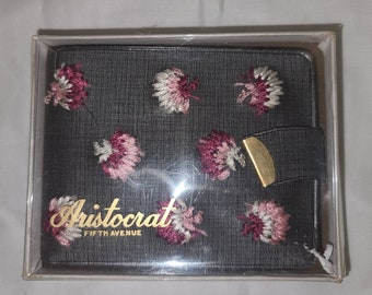 Unused Vintage Wallet 1950s 60s Gray Vinyl Wallet Pink White Embroidered Flowers NIP Aristocrat Fifth Avenue Women's Wallet Rockabilly