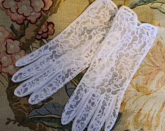 Vintage 1950s Gloves Sheer White Lace Nylon Gloves Rockabilly Wedding Bridal 7.5 or so