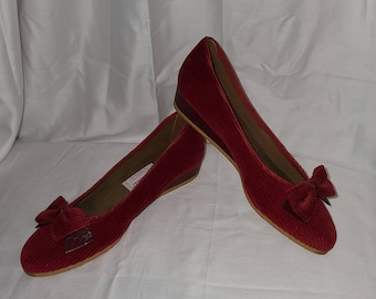 SALE Unworn Vintage Shoes 1950s 60s Red Corduroy Slip Ons Wedge Heel Bow Detail Browsabouts Rockabilly US size 7 M