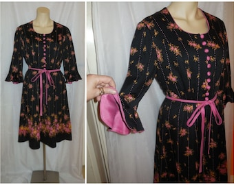 Vintage 1960s Dress Black Pink Floral Patterned Mod Minidress Bell Sleeves Buttons so cute! M L chest to 39 in.
