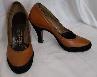 Vintage 1940s Pumps Tan Leather Black Suede Round Toe High Heels Carmelletes Rockabilly 5 1/2 M