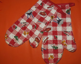 Vintage BBQ Mitts Pair of 1950s 60s Red White Checkered Fabric BBQ Gloves Whimsical Mid Century Print Rockabilly