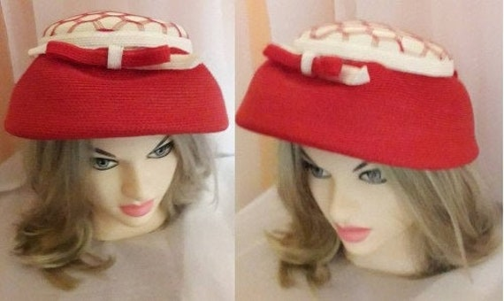 Vintage 1940s 50s Hat Red White Straw Hat Open Me… - image 1