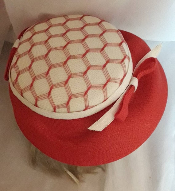Vintage 1940s 50s Hat Red White Straw Hat Open Me… - image 3