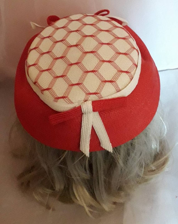 Vintage 1940s 50s Hat Red White Straw Hat Open Me… - image 9
