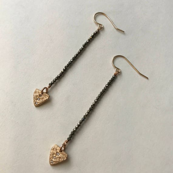 Arrow Earring in bronze and pyrite