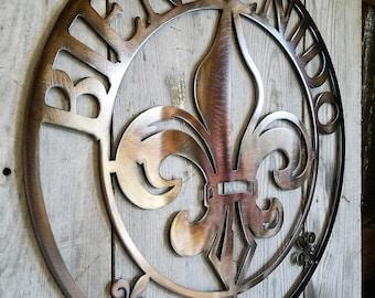 Bienvenido Antique Copper Plated Steel Metal Round Wall Mount Sign Style 3 Louisiana Fleur de lis