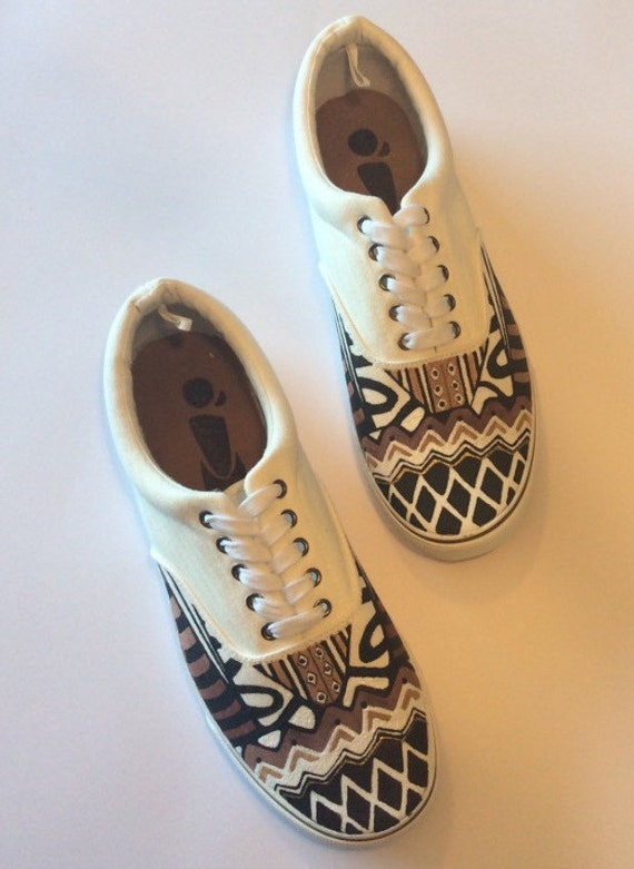 Chaussures blanches à imprimé africain Ankara Kente Ethnic Aztec Tribal Sneakers Hand Painted Menswear Chaussures Pour Homme Plimsolls Skates