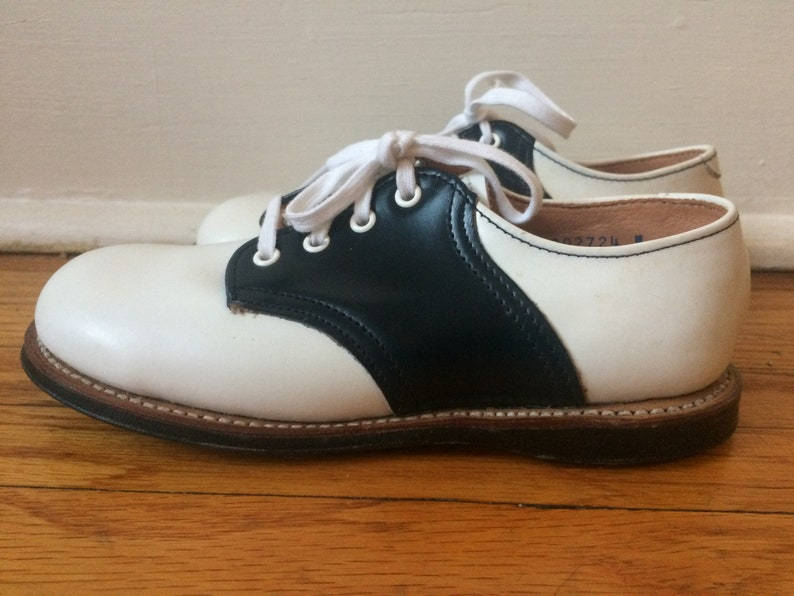 bca3b42e82274 Childrens Saddle Shoes White and Black Leather Size 11.5 Toddler NOS Mint  Vintage