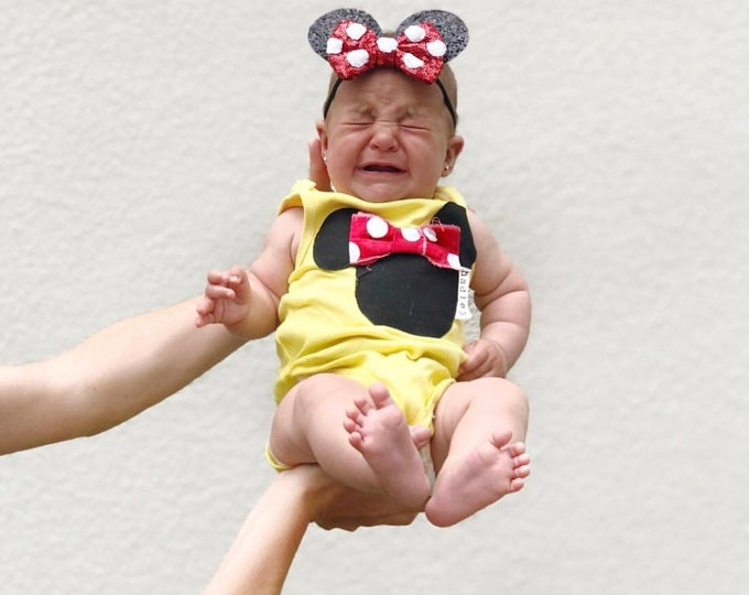 """Swanky Baby Hand Dyed """"Put a Bow on that Mouse"""" Sleeveless Bodysuit or Tank"""