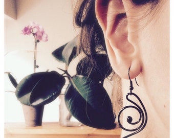 Earrings pendant bohemien, black or silver, gift inspiration, music style, Valentin's day