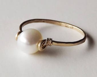 June Birthstone Ring - Freshwater Pearl Hammered Gold Filled Ring - Pearl Ring - Gold Ring - Stacking Ring