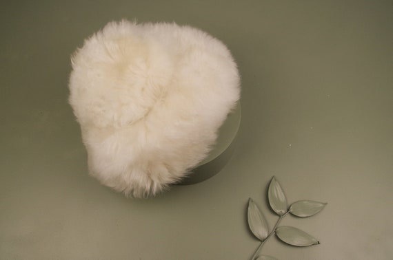 Cream vintage 1960s hat / ladies vintage sheepskin