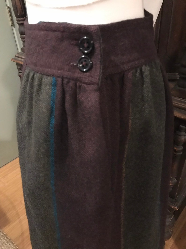 Great for the upcoming Fall season. Vintage 80s JH Collectibles 100/% Wool striped culottes