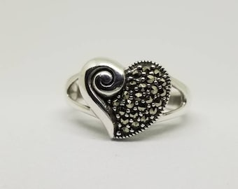 Sterling Silver Heart and Swirl Ring : Size 8