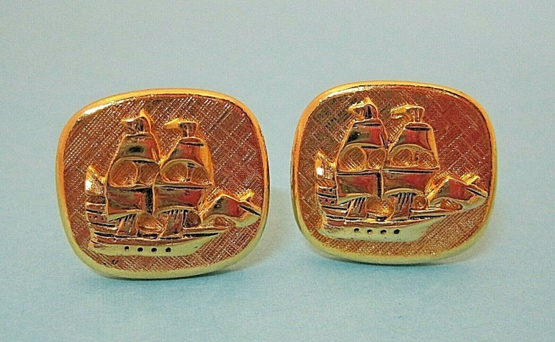 Vintage Gold Tone Cufflink Cuff Links Galleon Sailing Ship 78 x 58 T109