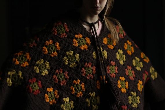 Amazing 60s 70s Granny square crochet poncho, Hand