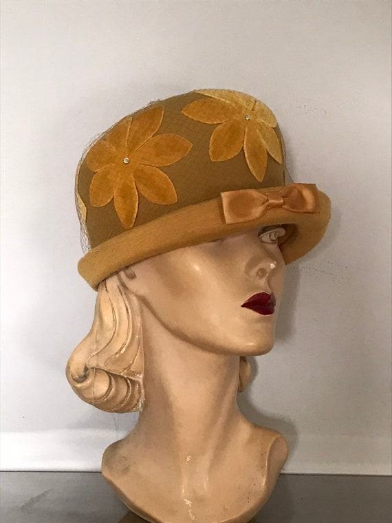 1970's Vintage Hat / 70's Fashion Accessories / Mu