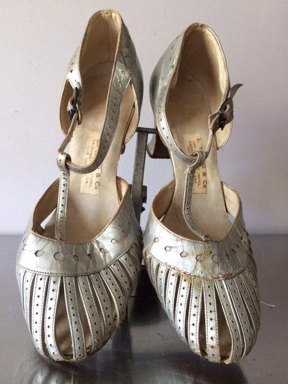 Women's Vintage Shoes / 1930's Silver Leather Shoe