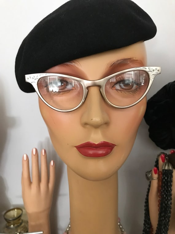 Authentic French Beret /Willoughby Hatter 7 Rue de