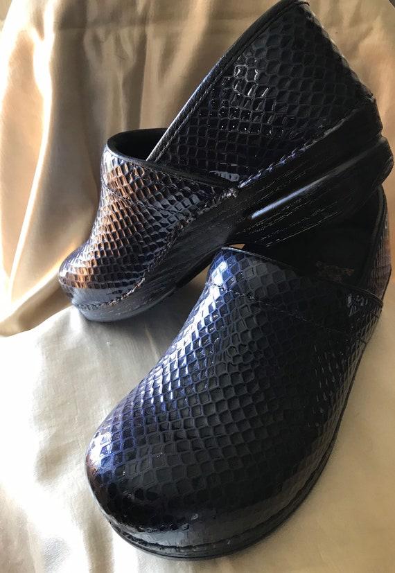 Vintage Dansko Clogs / Navy Blue Faux Snakeskin Cl