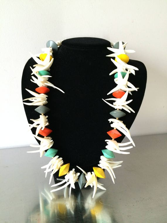 Women's Vintage Jewelry /Shell & Wooden Bead Neckl