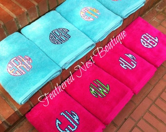 Monogram Towel - Monogrammed Towel - Circle Monogram Towel - Circle Monogrammed Towel - Applique Monogram Towel - Bridesmaids Gift - Wedding