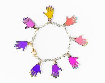 HANDS CHARM BRACELET - pink