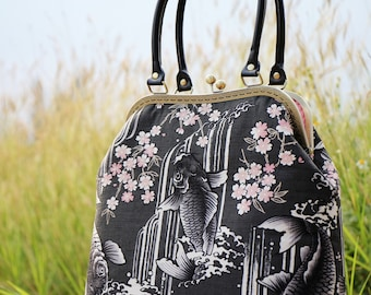 Kiss lock bag premium Japanese cotton fabric Koi swimming / Handbag / Shoulder bag / Metal frame bag