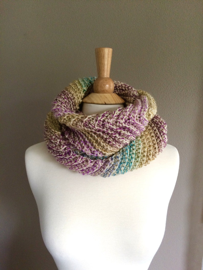 DIY Crochet Pattern:  infinity scarf The Clementine Scarf image 0