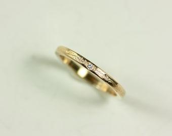 14k Gold Flush Set Narrow Band with With Embellishment and White Diamond