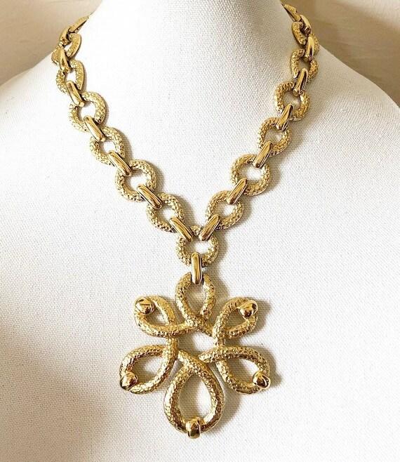 Vintage statement geometric design hammered neckla