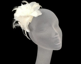 TRIXIE - Ivory Feather Flower Fascinator Hair Clip Hat Hatinator - Perfect for Weddings Royal Ascot Kentucky Derby Ladies Day Races
