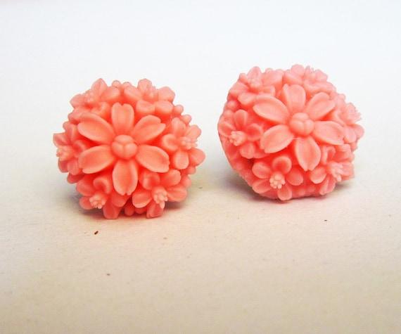 Daisy earrings, rose earrings, flower stud earrings, small post earrings, flower earring, pink earrings, simple everyday jewelry, peach