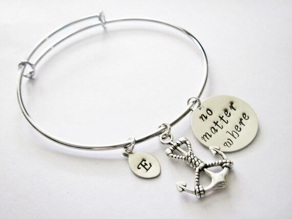 molto carino 06e76 e2b54 Set di due bracciali per migliori amiche o sorelle, braccialetti  aggiustabili, regolabili, con ciondolo ancora, iniziale personalizzata