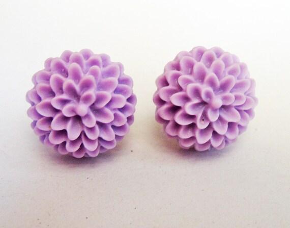 Chrysanthemum earrings, lavander earrings, post earrings, flower earrings, floral jewelry earrings, floral earrings, violet earrings, small