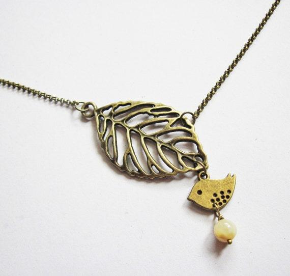 bird leaf necklace, bird necklace, antique brass necklace, sparrow necklace, animal necklace bird jewelry leaf pendant, love bird necklace