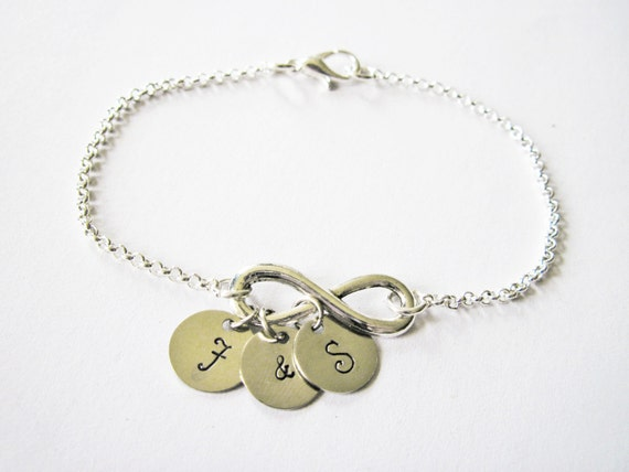 Personalized Infinity Bracelet with two Initials and ampersand, Infinity Mother Bracelet, Infinity Initial Bracelet, Mom Bracelet Infinity