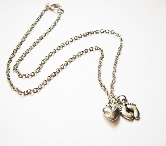 Newborn Necklace, Mommy to be necklace, Mother Necklace, baby feet Necklace, heart pendant, mum necklace, new mom jewelry, silver necklace