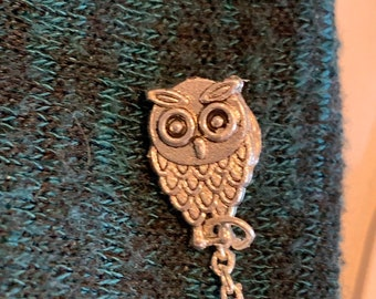 Sweater Pins Owls with Black Faceted Bead in Belly in Bronze or Silver