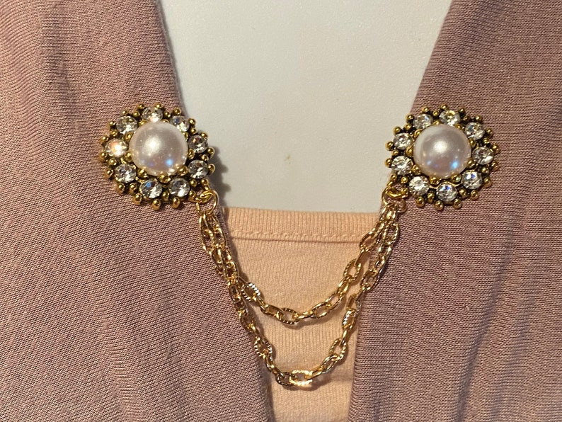 Sweater PinsClips Pearl Centered Flower with Rhinestone Pedals set in Gold
