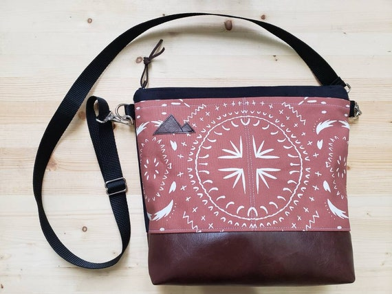 Large crossbody/Rust bohemian print=2 front pockets/Black canvas back/Black zipper/Black adjustable nylon strap/MT or Mountain