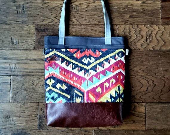 Large tote/Multicolor persian print/Dark brown vegan leather/Graphite gray bull denim/Gray canvas straps/4 pockets/Mountain patch