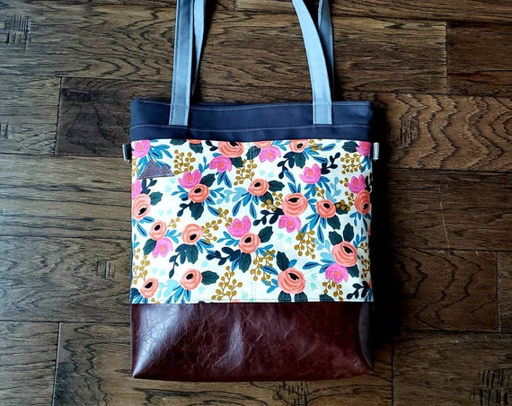 Large tote/Light linen floral print/Dark brown vegan leather/Graphite gray bull denim/Gray canvas straps/4 pockets/Mountain patch