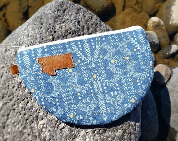 Half moon clutch/Blue valley print front and back/Natural canvas liner/White zipper/Montana or Mountain patch/Vegan leather