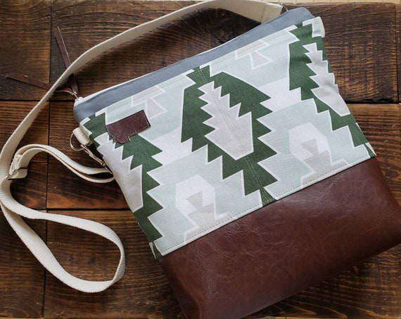 Almost sold out! Large crossbody/SW in greens print/2 front pockets/Dark brown vegan leather/Gray canvas/White zip/Adjustable cotton strap