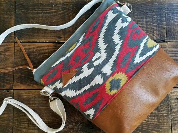 Large Crossbody/Multicolor SW print/2 front pockets/Vegan leather details/Gray canvas/White zipper/Adjustable strap/MTN or Montana patch